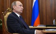'Vai uzskati, ka ticam šim cirkam?' – pilsoņi Putinam uzdod netīkamus jautājumus