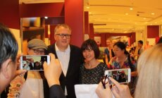 Foto: Pekinas centrā vērienīgi atklāj Latvijas dienas
