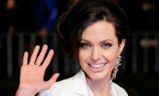 """Российский пенсионер предложил Джоли руку и сердце и """"Ниву"""" с прицепом"""
