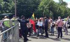 ФОТО: сотни участников Европрайда собрались в центре Риги