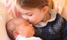 Publiskoti jauni nule dzimušā Lielbritānijas prinča Luisa fotoattēli