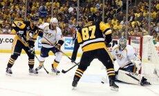 'Penguins' nepažēlo 'Predators' un pietuvojas Stenlija kausam