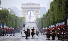 Foto: Parīzē atzīmē Otrā pasaules kara beigu 72. gadadienu