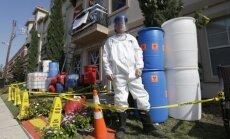 ASV Helovīna svētkiem māju izgrezno 'Ebolas vīrusa stilā'