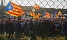 Četrus apcietinātos katalāņu separātistu līderus pārved uz cietumu Katalonijā