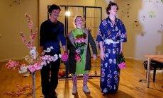 Dakteri Klauni mazos pacientus iepriecina ar savu pirmo izrādi 'Leģenda par drošsirdīgo samuraju'