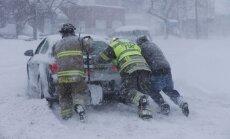 ASV Ņujorkas štatu piemeklējis neierasti spēcīgs sniegputenis