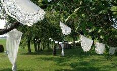 Kā izveidot romantisku virteni dārza ballītei?