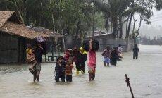 Bangladešā plosās spēcīgs ciklons 'Roanu'; 21 bojā gājušais