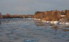 Latvijas upēs pārsvarā turpinās ūdens līmeņa pazemināšanās