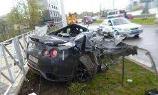 Krievijas izlases futbolists izdzīvo pēc smagas avārijas ar 'GT-R'