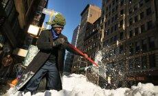 Skarbā ziemas vētra ASV prasījusi 16 dzīvības un radījusi satiksmes haosu