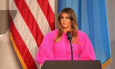 Ļaudis izsmej Melānijas Trampas čāčīgo kleitu