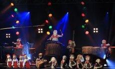 Bungu un dūdu grupa 'Auļi' prezentē dziesmas madagaskariešu valodā klipu