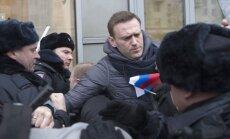 Navaļnija atbalstītāju protestos 257 aizturētie; opozicionāru policija atbrīvo