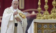 Pāvesti Jānis Pāvils II un Jānis XXIII vēsturiskā ceremonijā tiek iecelti svēto kārtā