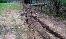 Foto: Privātīpašumā Jersikas pagastā 'Sadales tīkls' atstāj pamatīgus izrakumus