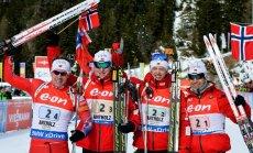 Norvēģijas un Vācijas biatlonisti uzvar Pasaules kausa stafetes sacensībās Itālijā