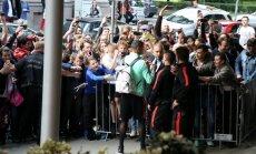 Foto: Ronaldu fani Rīgā metas iemūžināt kadrus ar zvaigzni