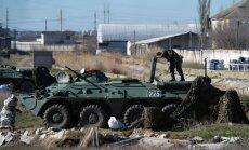 Krievijas spēki pārņem vienu no pēdējām Ukrainas flotes bāzēm Krimā; komandieris aizturēts