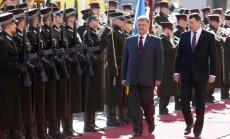 Foto: Rīgā ierodas Ukrainas prezidents Porošenko