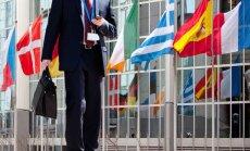 Infografika: 100 000 eiro jeb Latvijas EP deputātu rūpes par savu partiju