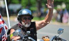 Fotoreportāža: ASV motociklisti iespaidīgā parādē godina kara veterānus