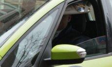 Velosipēdista cīņa ar taksometra vadītāju