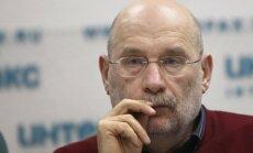 'Ir neērti būt vienīgajam skaidrā starp dzērājiem,' paziņo Akuņins un pamet Krieviju