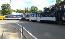 Video: Tīkla bojājums izraisa tramvaju sastrēgumu Jūrmalas gatvē