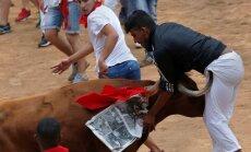 Video: Trešajā Pamplonas festivāla vēršu skrējienā četri ievainotie
