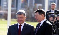 Президенты Латвии и Украины призвали сохранить санкции против России