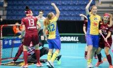 Latvijas sieviešu florbola izlase PČ ceturtdaļfinālā smagi zaudē Zviedrijai