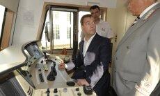 Fotoreportāža: Medvedevs ceļo ar vilcienu