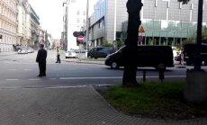 Video: Baidena svītas brauciens Rīgas ielās