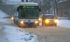 Общественный транспорт в Риге курсирует с часовым опозданием
