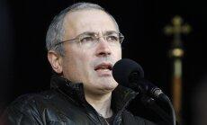 Video: Hodorkovskis aizkustināts stāsta, kā visu nakti ticies ar Kijevas protestētājiem