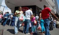 Venecuēlā aizliedz biežāk par divām reizēm nedēļā iepirkties valsts veikalos