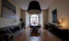 Ciemos: mūsdienīgs šiks vēsturiskā telpā jeb Mākslinieka iekārtots dzīvoklis Rīgas centrā