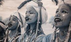 Iespaidīgi kadri: Iemūžināts, kā dzīvo klejotāju cilts Nigērā