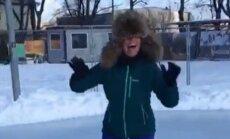 Jestrs video: Linda Leen Grīziņkalnā mācās slidot