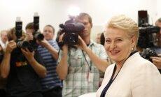 Grībauskaites biogrāfiju nosūtīšana EP deputātiem liek domāt par VDK mantinieku rokrakstu, spriež 'Bloomberg'