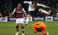 Tottenham Vincent Janssen, West Ham goalkeeper Adrian