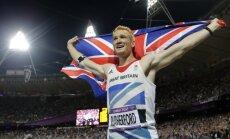 Tāllēcējs Raterfords un skrējējs Farahs izcīna zeltu Lielbritānijas 'vieglatlētikas vakarā'