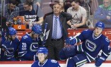 'Canucks' atlaiž galveno treneri Dežardēnu