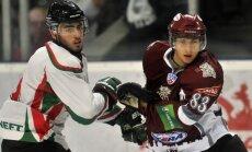 Latvijas hokeja uzbrucējs Sarkanis pievienojies IIHF Kontinentālā kausa ieguvējiem