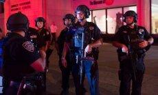 ASV nošauts viens, ievainoti trīs policisti