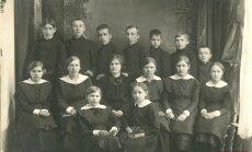 Foto no 'Gadsimta albuma': Zinību diena un cītīgs mācību darbs dažādos laikos