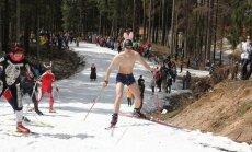 Fotoreportāža: nenopietnas atvadas no slēpošanas sezonas