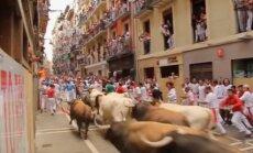 Video: Slavenā 'San-Fermin' festivāla ietvaros sācies vēršu skrējiens